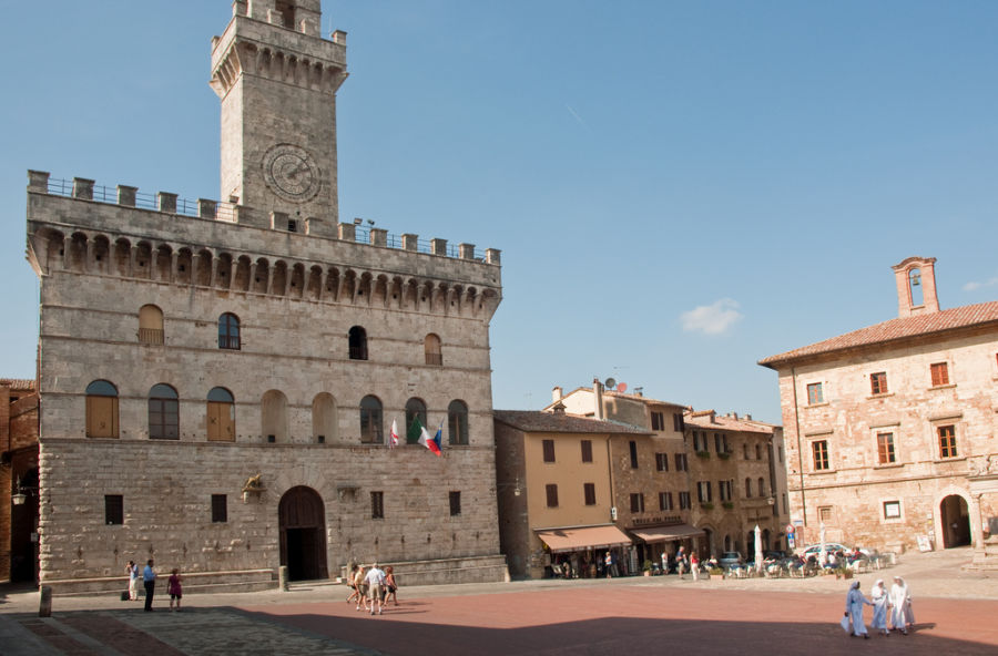 Piazza Grande, Montepulciano, Tuscany, Sept. 2009 / http://creativecommons.org/licenses/by/2.0/