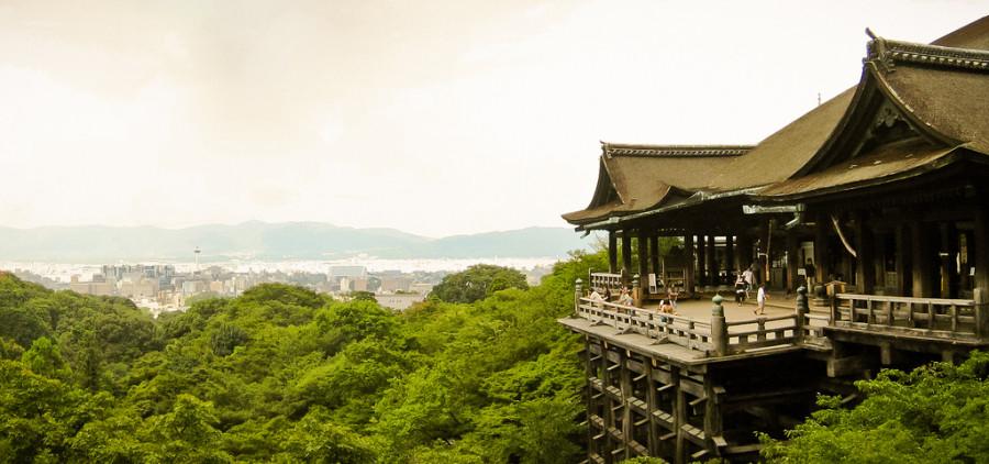 Kiyomizu-dera  shopping street to temple