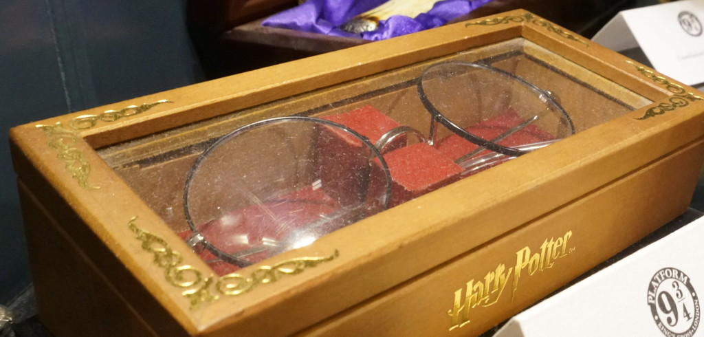 Harry Potter glasses Harry Potter gift shop platform 9 3/4 Kings Cross london souvenir