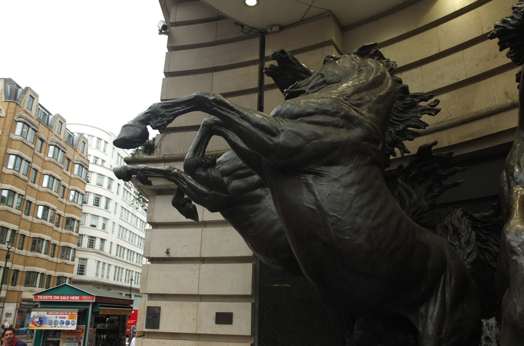 piccadilly circus london horses