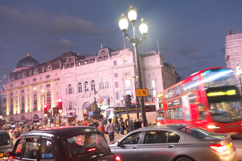 piccadilly circus london night