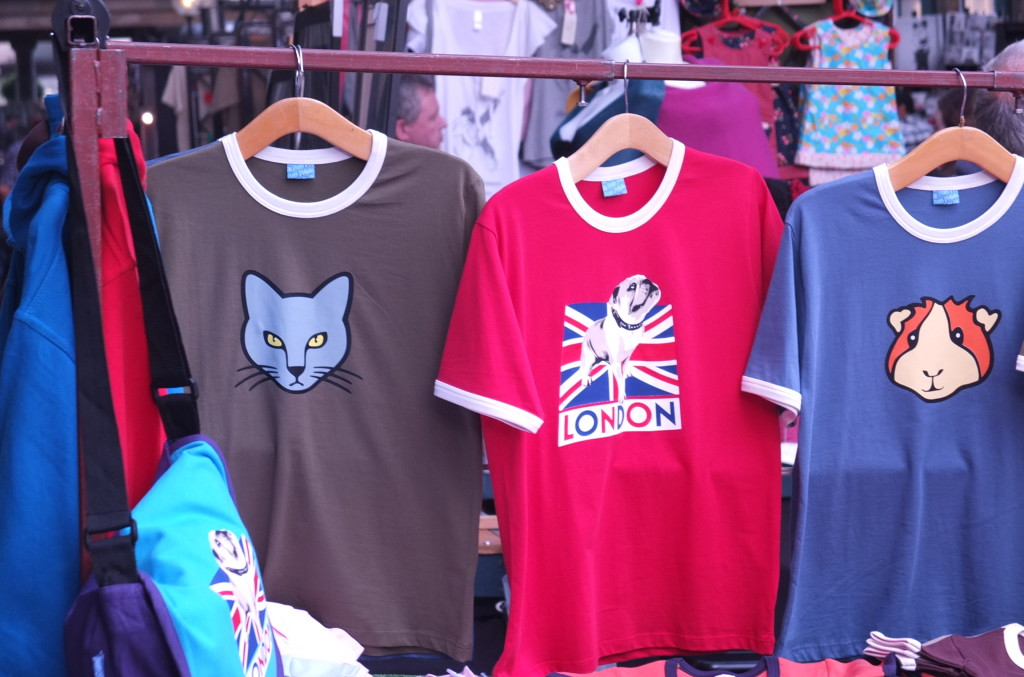 vendor stalls apple market convent garden london shopping t shirts