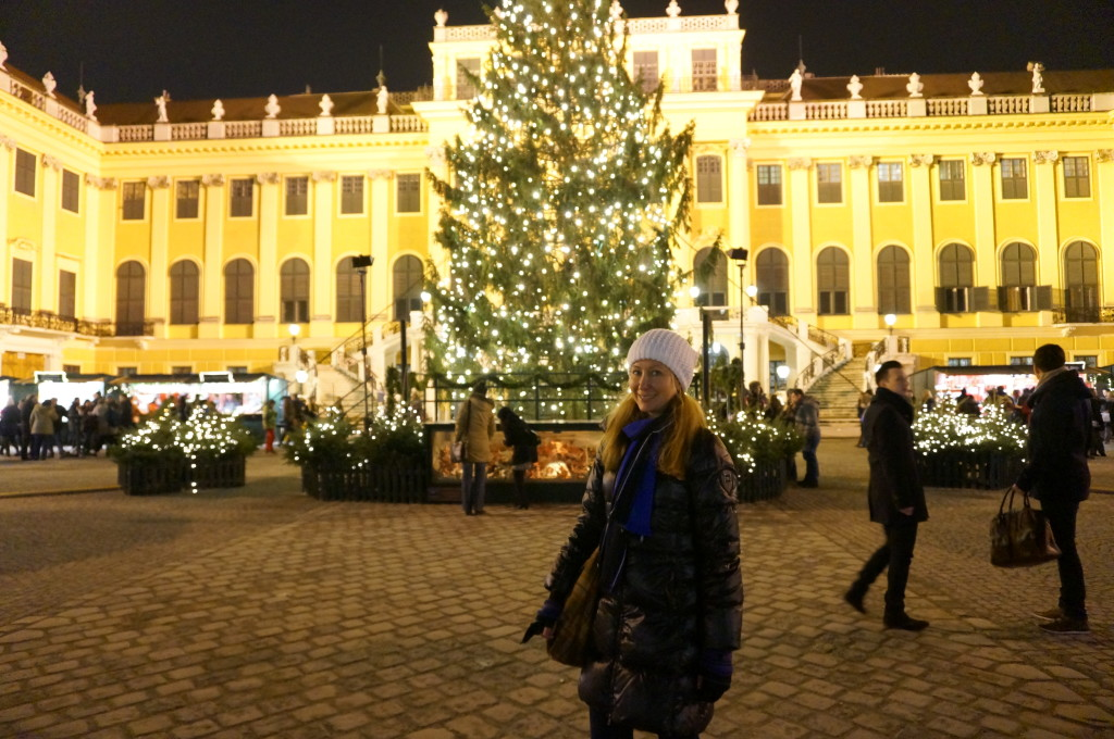 schonbrunn palace christmas tree
