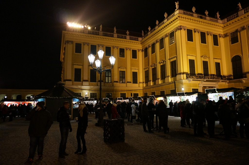 schobrunn palace night christmas market