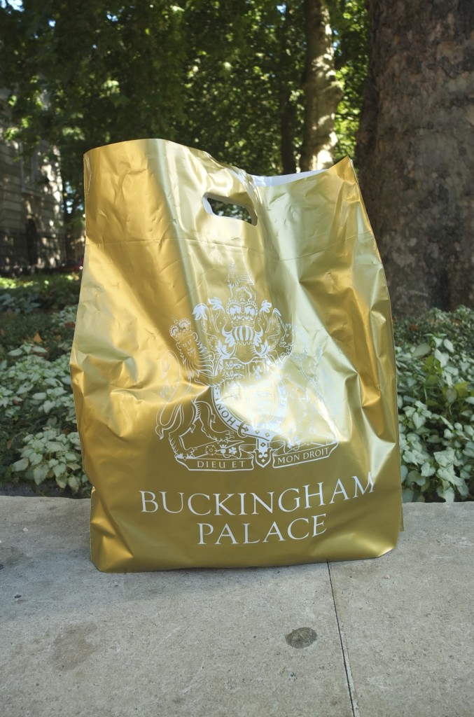 buckingham palace souvenirs gifts