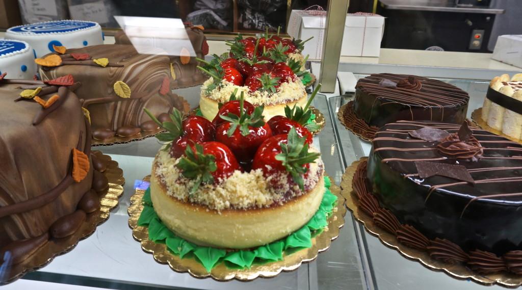Cake boss strawberry cheesecake carlo's bake shop