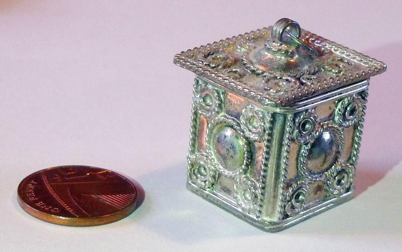 Souvenirs Marrakesh, MorroccoTiny Filligree Silver Box