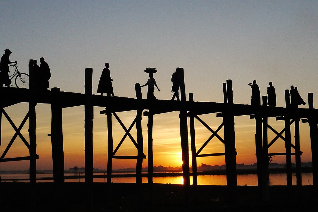 U Bein Bridge sunset silhouette Mynamar Burma teak wood monks