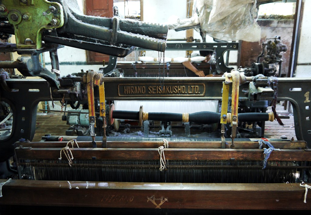 loom burma silk cotton weaving.