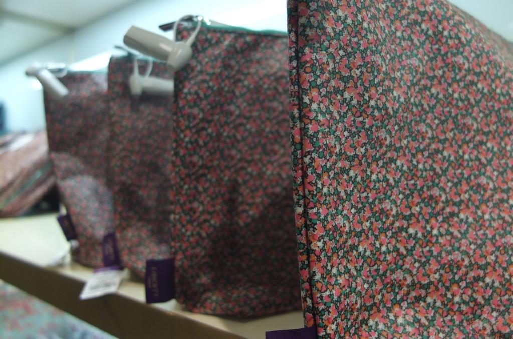 Liberty London tana lawn pepper print washbag gift souvenir