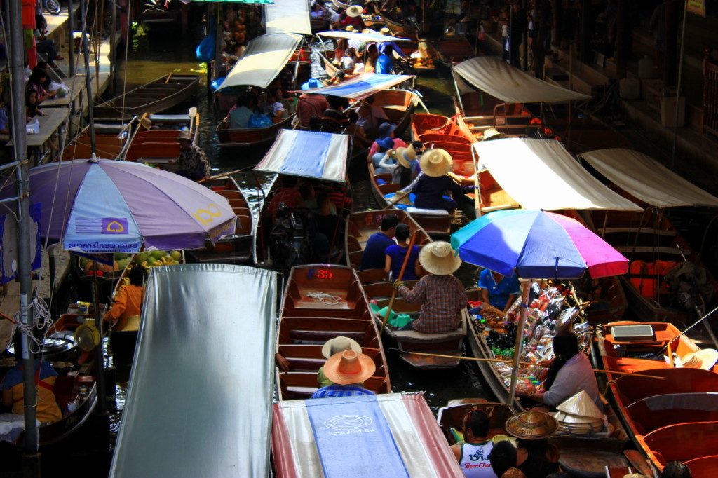 Busy market in the morning (1)