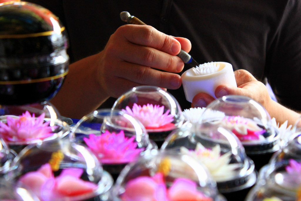 floating market thailand flower candle handicraft souvenirs