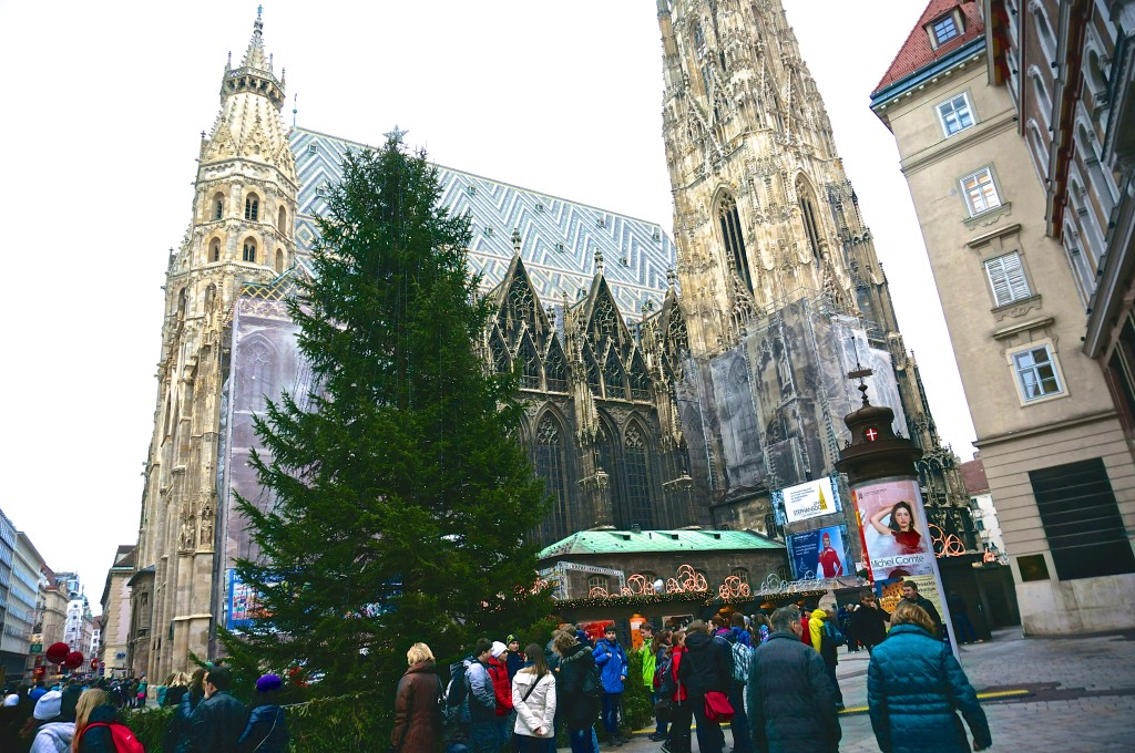 stephanplatz christmas market tree church overview
