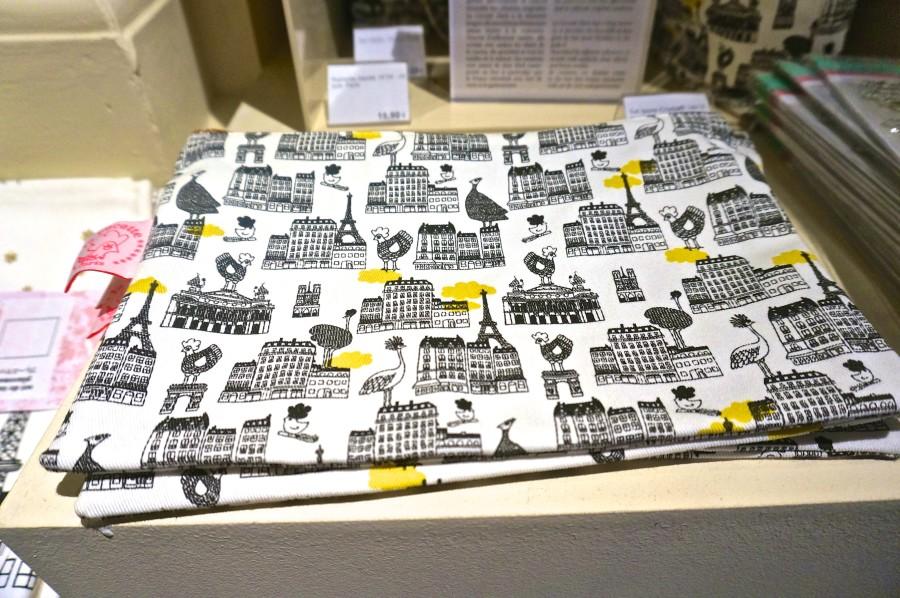 Paris souvenir makeup bag