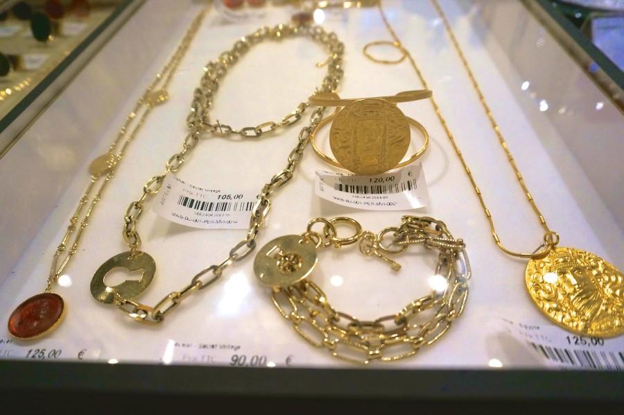 costume jewelry paris souvenir bracelet musee canarvalet