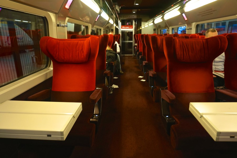 thalys train seat comfort class 1 red brussels
