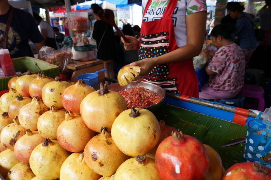 bangkok street vendor Freshly-made pomegranate juice thailand