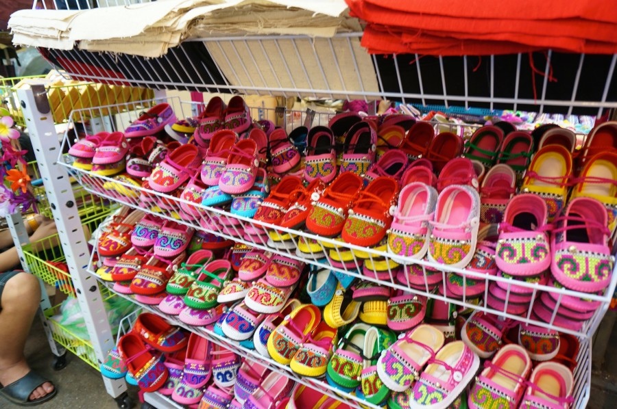 chatuchak weekend market jj market souvenir thailand gift shoes kids