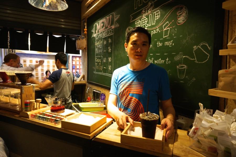 thai pour over coffee