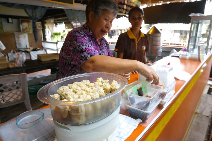 thai streetfood vendor dumplings