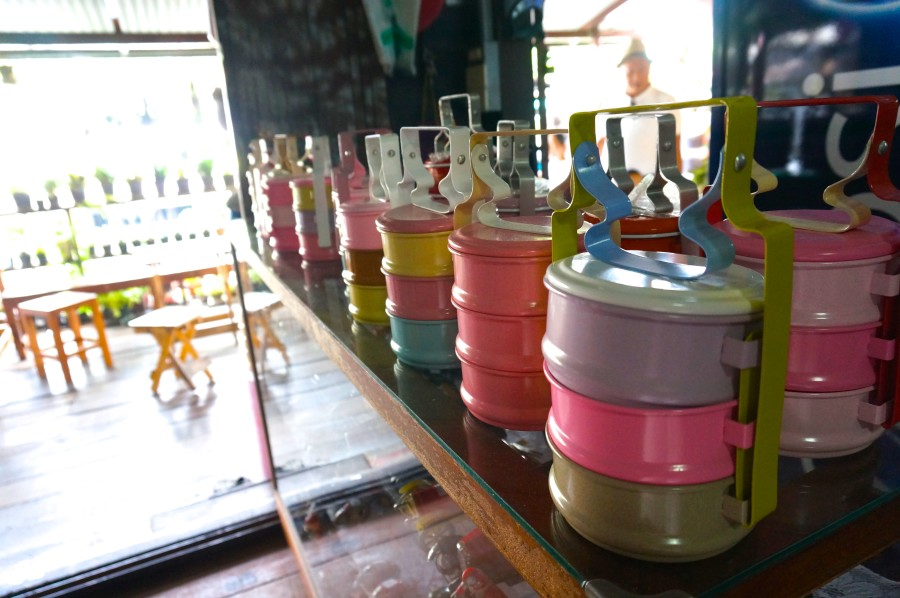 thai tin lunch boxes