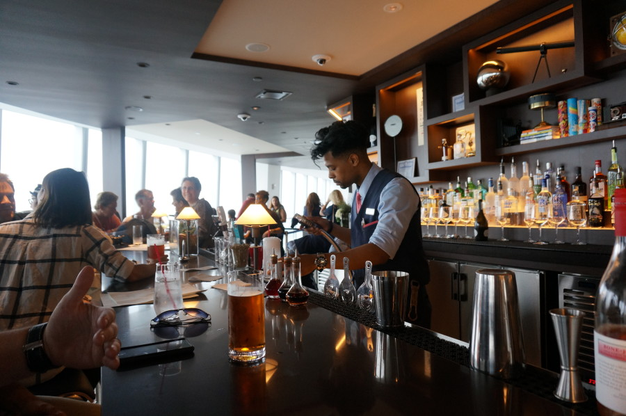 photos bar at one world trade center observatory one mix nyc new york manhatan
