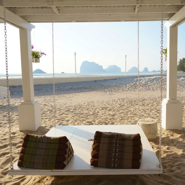 trang thailand romantic beach bed