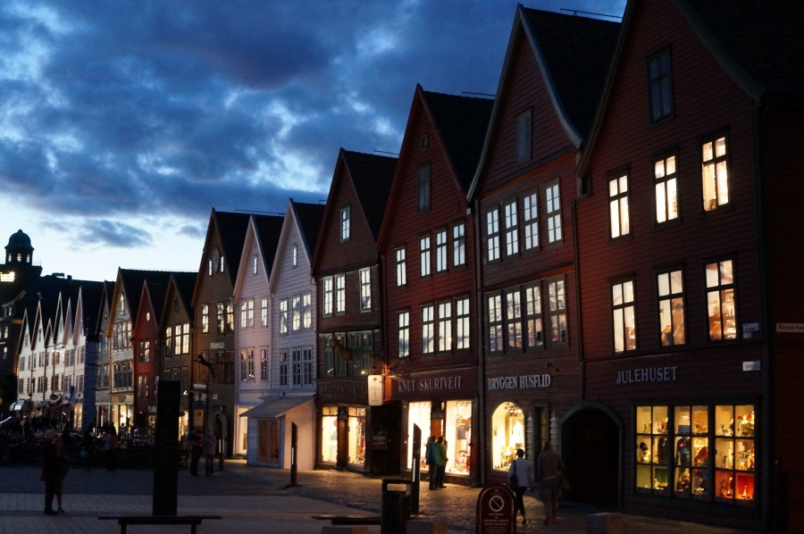 bryggen at night