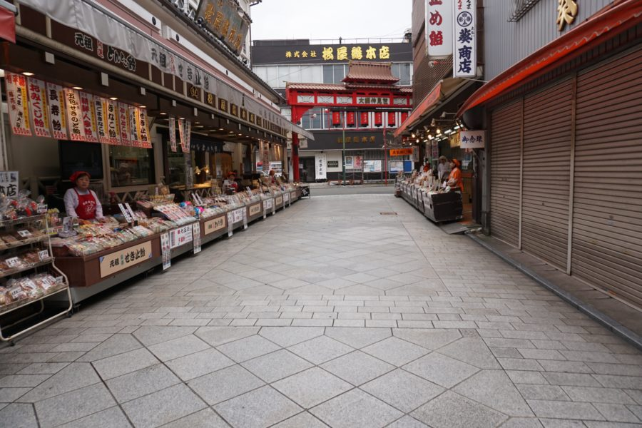 Shopping for Japanese Souvenirs at Kawasaki Daishi Heikenji