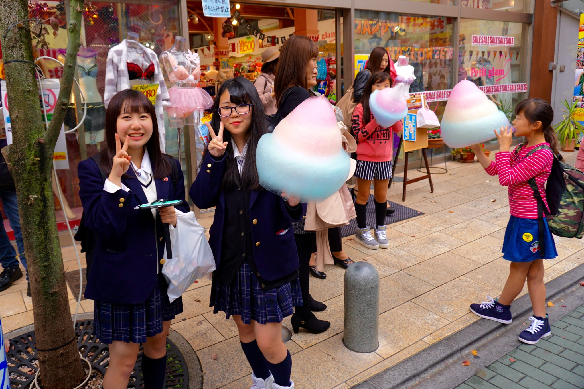 Crazy Shopping and Cosplay in Tokyo's Harajuku District ...