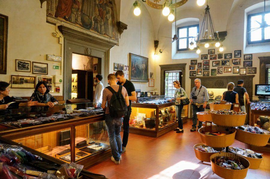 Scuola del Cuoio shop leather florence