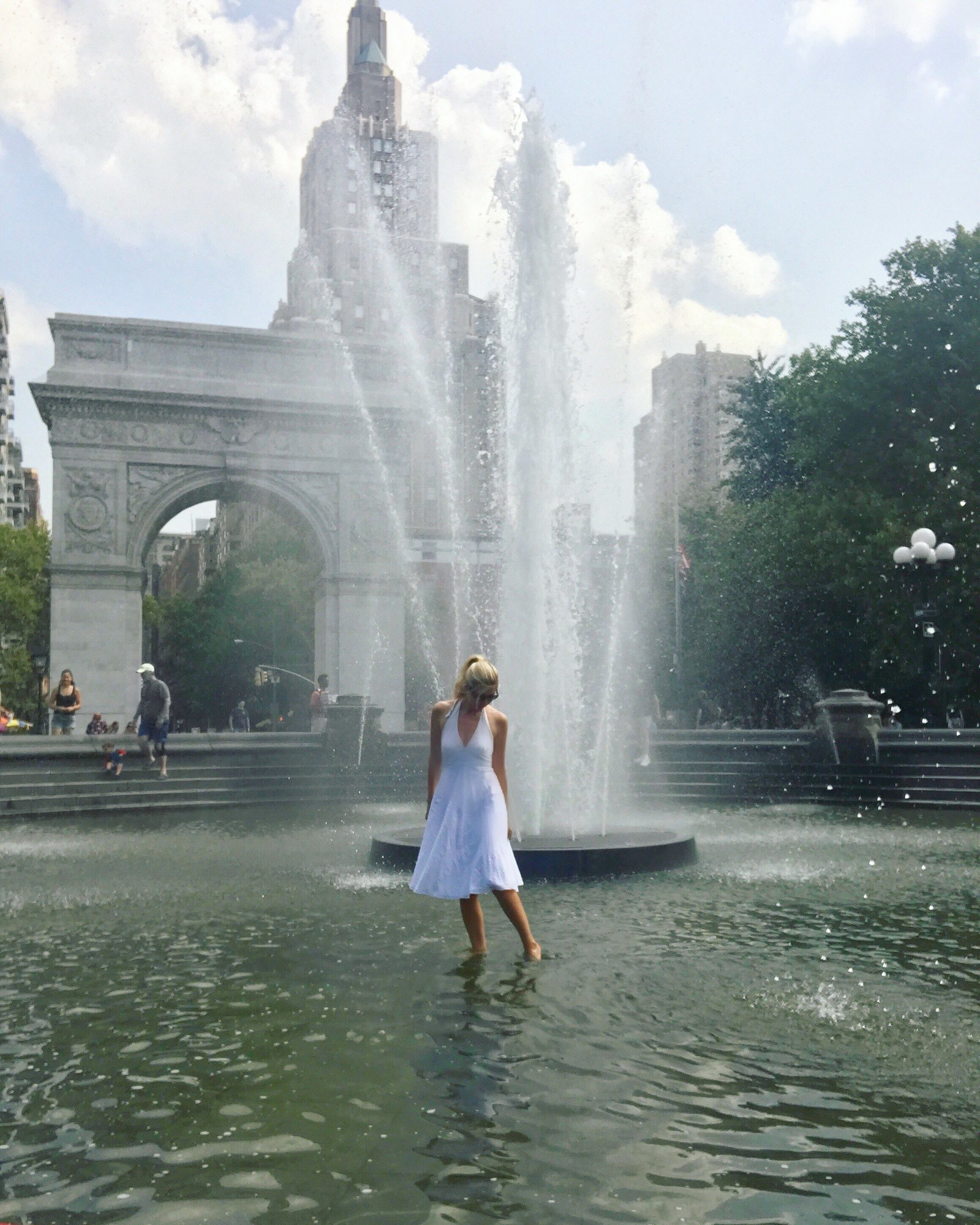 best instagram pics nyc wading fountain washington square park nyc